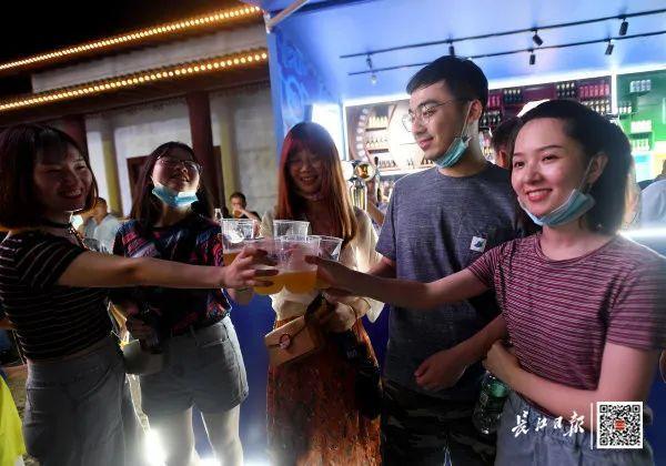 度假旅游|夜食 夜购 游览,今年武汉市啤酒节揭幕了! 第12张