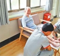 武汉市三年将建40个康复治疗服务站 失能老人大门口可享有医养生旅游结合服务项目 第1张