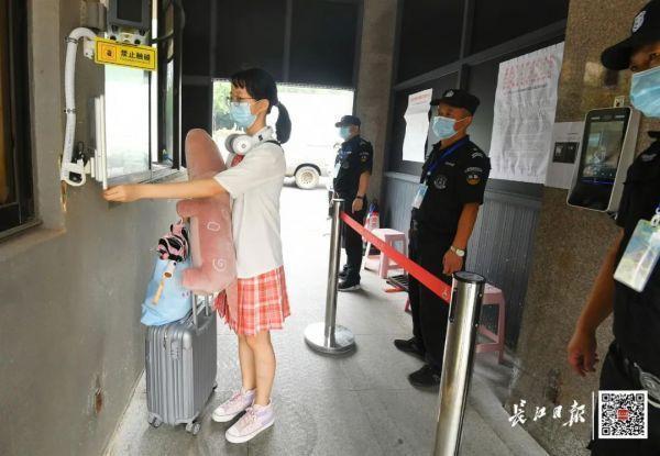 欢迎回家!不久,武汉市迈入第一批回校在校大学生 第6张