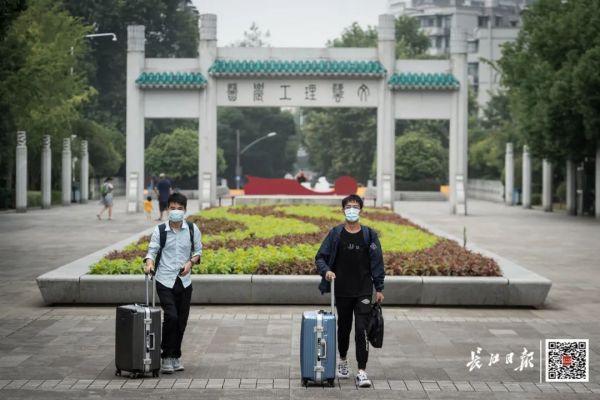 欢迎回家!不久,武汉市迈入第一批回校在校大学生 第8张