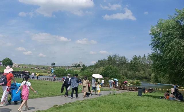 外省人一波一波组队来!武汉市各种旅游景点每日近五万人打卡签到,外出必读 第8张