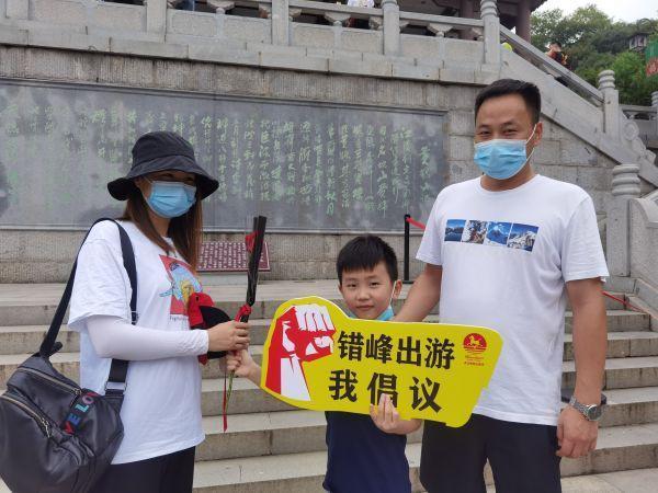 赠人玫瑰,留有文明行为,武汉市文旅产业青年志愿者七夕进旅游景区服务项目 第4张