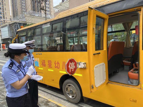 汉阳交警队对管辖区校巴全面的身体检查 第1张