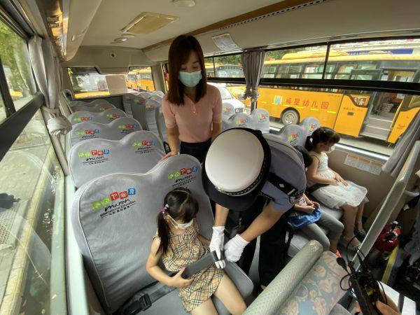 汉阳交警队对管辖区校巴全面的身体检查 第3张