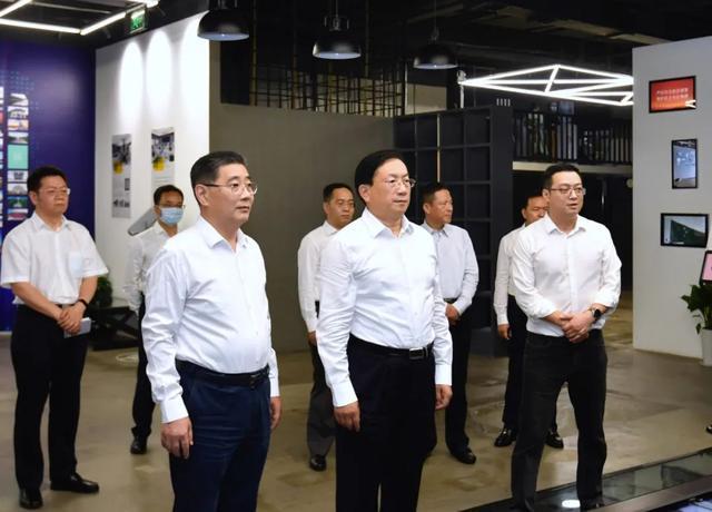 王忠林调查武汉开发区:思想解放、胆大自主创新,做好高质量发展标杆 第3张