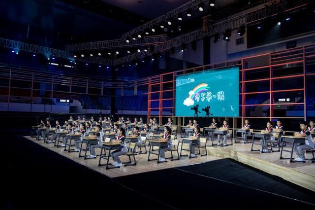 聚焦点|2020年的《开学第一课》被搬来到武汉市!闪光点都会这→ 第12张