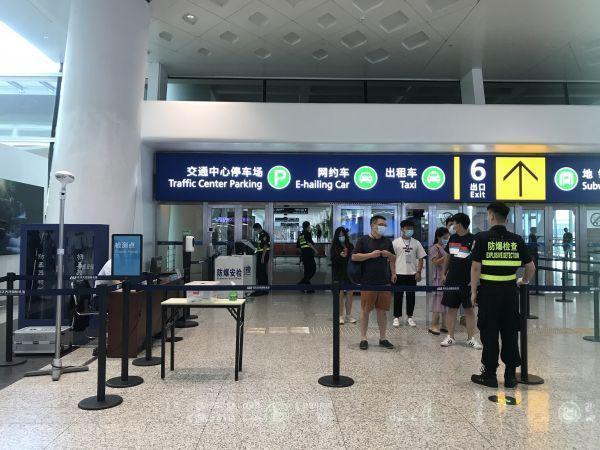 客流量稳步增长了,进汽车站飞机场仍然要扫二维码测量体温 第4张
