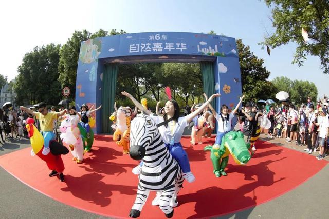 关心 武汉动物园狂欢之夜来啦,1.4万群众轻松玩当然嘉年华会 第2张