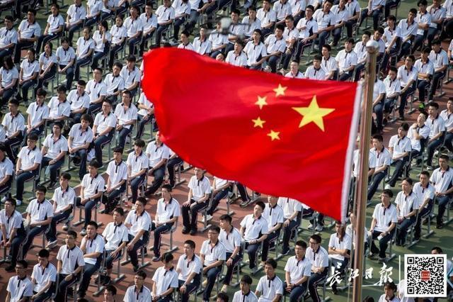 武汉市成展现我国抗疫造就橱窗展示,外国媒体再为武汉市惊讶 第2张