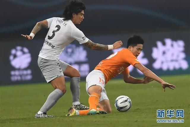 体育 老将赢得点球大战,扎尔成功晋级足总杯第二轮 第4张
