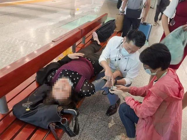 焦点|协助湖北的医生回访武汉,离站前救了一条命! 第9张
