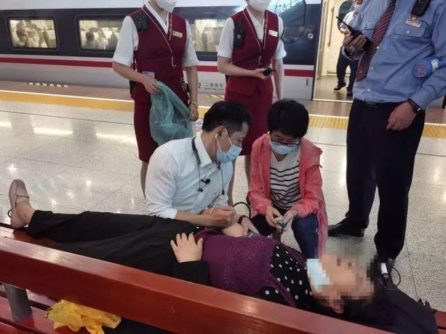 焦点|协助湖北的医生回访武汉,离站前救了一条命! 第8张