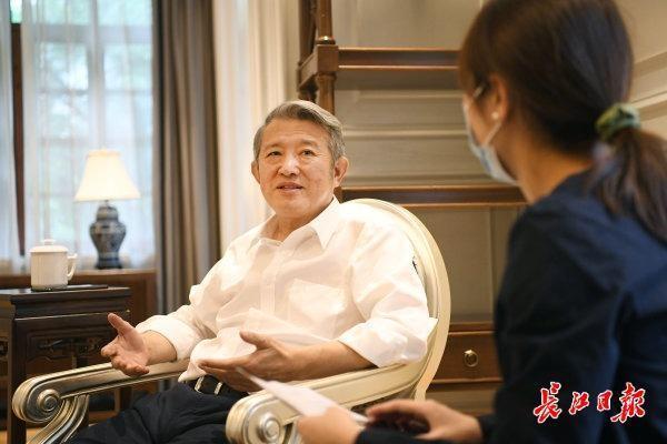 """陈东升称赞武汉:它一定会创造一个巨大的健康产业""""世界屋脊"""" 第1张"""