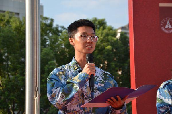 武汉大学学生在国旗下讲述故事,用青春表白祖国 第2张