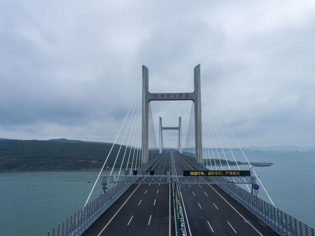 武汉制造!世界上最长的两岸公铁两用桥接受采访并通车 第2张