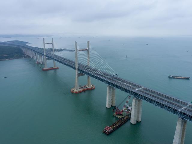 武汉制造!世界上最长的两岸公铁两用桥接受采访并通车 第1张