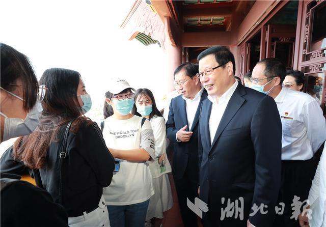 燕黄鹤楼武昌火车站...国庆节中秋节假期的第一天,你应该去武汉检查这些地方 第1张