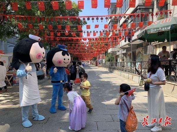 赏旗袍放光,看汉绣,逛文昌市场...来华林度假吧 第1张