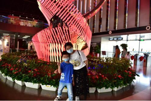 """武汉科技馆迎来了全面开放后的第一个""""双节"""",向祖国、中秋节和科普共享致敬 第2张"""