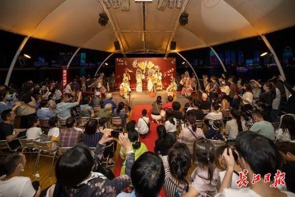 旅游|中国歌剧在游轮上演唱,东湖推动艺术嘉年华...中国文化在国庆节的中秋节绽放 第2张