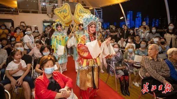 旅游|中国歌剧在游轮上演唱,东湖推动艺术嘉年华...中国文化在国庆节的中秋节绽放 第7张