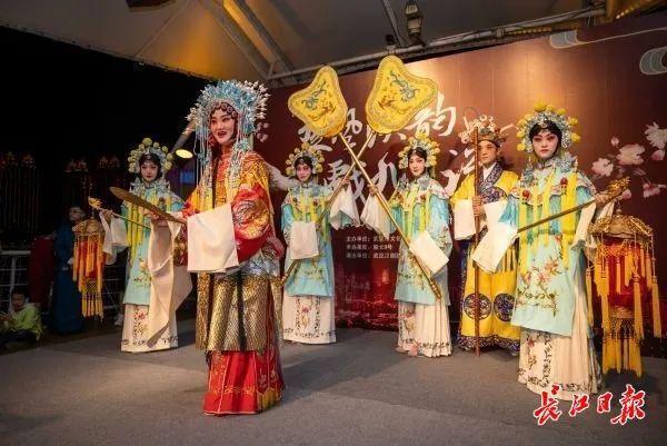旅游|中国歌剧在游轮上演唱,东湖推动艺术嘉年华...中国文化在国庆节的中秋节绽放 第9张