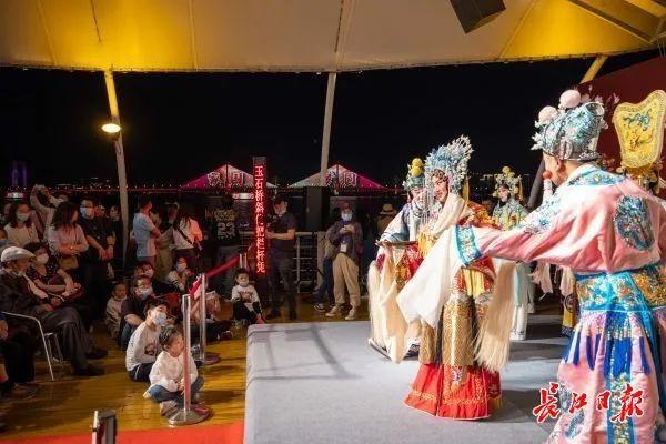 旅游|中国歌剧在游轮上演唱,东湖推动艺术嘉年华...中国文化在国庆节的中秋节绽放 第8张