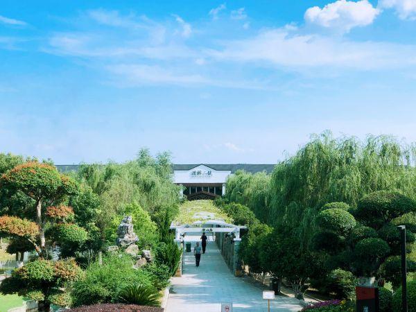 """在湖边、山麓、村庄、书店和花园里,来自世界各地的游客喜欢""""睡在东湖里"""" 第3张"""