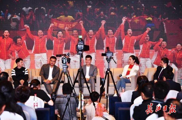 """姚明、白、濮存昕、魏、陈齐聚武汉,畅谈""""体育效益"""" 第1张"""
