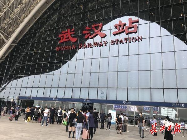 武铁迎来了客流高峰,10月7日将新增148列火车 第1张