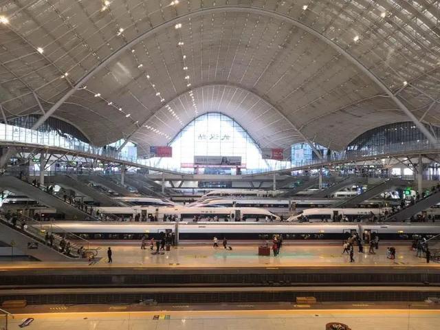 旅游|武铁迎来返程高峰客流,10月7日将新增148列火车 第3张