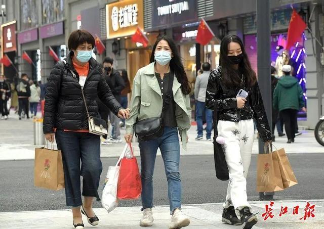 焦点|买买买,武汉顶级品牌店和万超品牌店在他们面前排队 第3张
