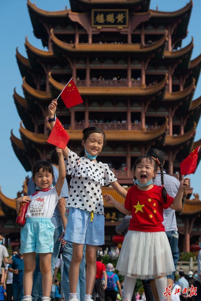 """武汉""""十一""""黄金周接待游客1800多万人,黄鹤楼等景点颇受欢迎 第1张"""