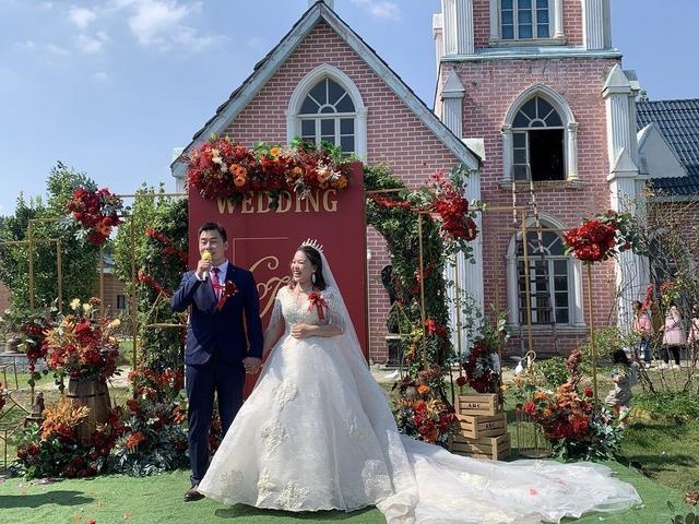 """参与了三所收容所医院的建设,汉口北保安哥在国庆假期迎来了一场""""迟来""""的婚礼 第1张"""