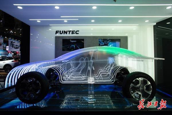 """在汽车峰会上,""""无人驾驶""""成为武汉未来发展的主题 第4张"""