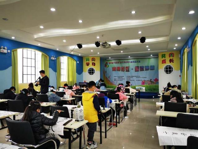 400多名武汉市少年儿童书画大赛今天举行 第3张