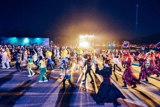 武汉欢乐谷万圣节嘉年华开幕!潮流和温馨的晚会开启了新的玩法 第4张