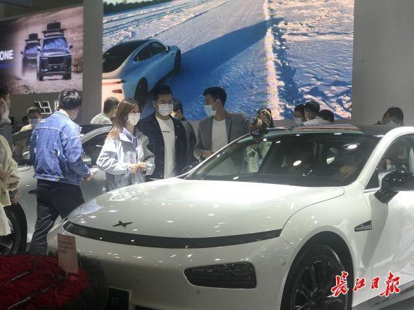 """武汉国际车展迎来周末客流,新能源车主被迫做""""销售"""" 第1张"""
