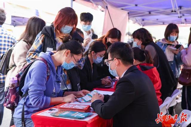 """招聘人才 """"听了政策解读,决定留在武汉"""",""""线上线下""""发帖让大学生对留在国内更有信心 第4张"""