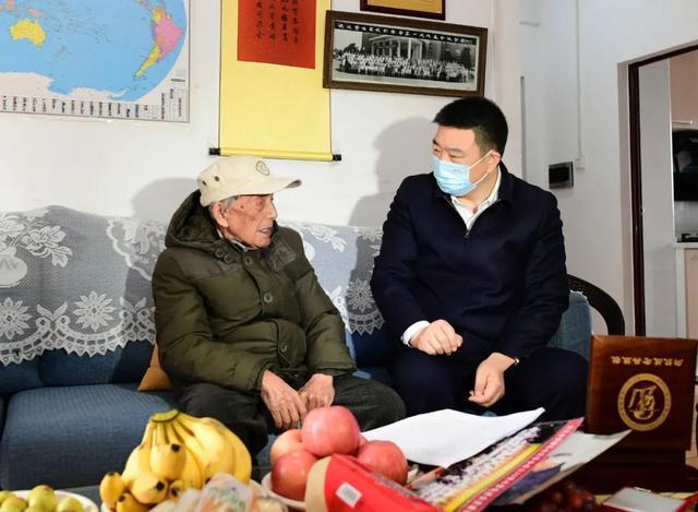 重阳节期间,王忠林等市领导看望了百岁老人和老同志 第6张