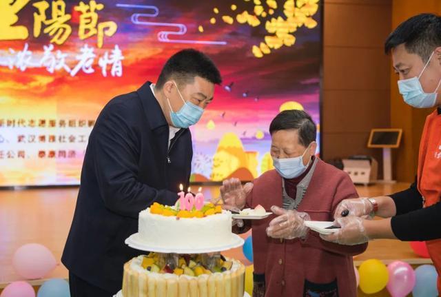 重阳节期间,王忠林等市领导看望了百岁老人和老同志 第5张