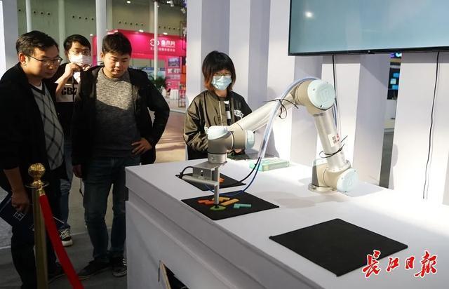 """虚拟购物在手机进入地铁站""""毫无意义""""的交通武汉电气博览会""""智能生活""""加速 第2张"""