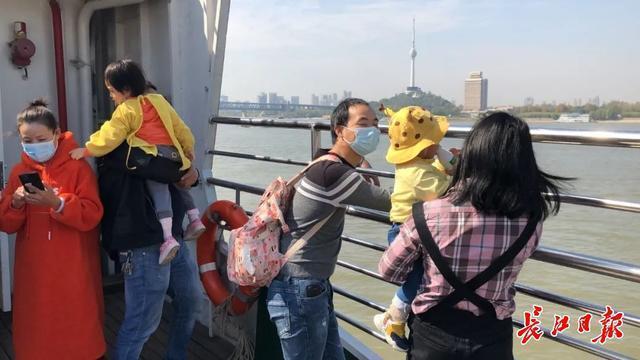 孩子免费乘坐武汉轮渡,身高放宽到1.4米 第3张