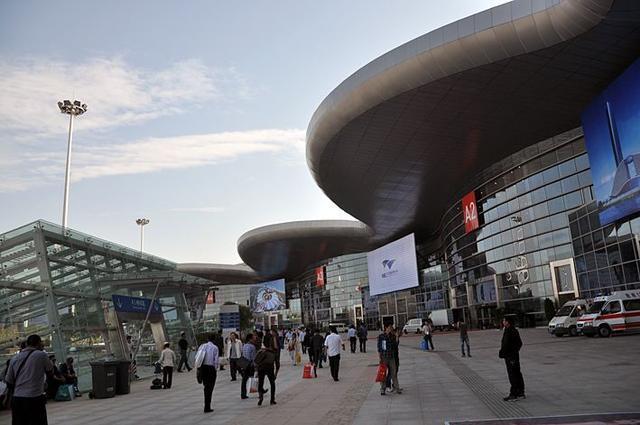 """""""健康博览会""""展览启动,展览期间只有出租车可以进入郭波公交枢纽中心 第1张"""