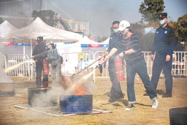 武汉119消防宣传月推出1000多名市民同场竞技,勇夺消防主题级别 第1张