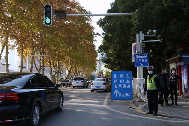 中南医院开辟了专门通道,打车可以直达。 第1张