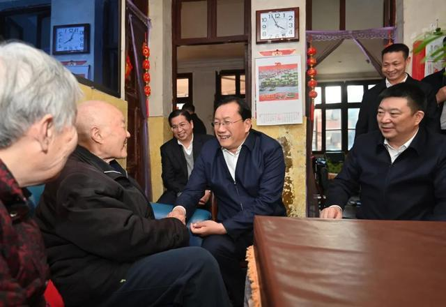 王忠林赴来凤考察对口支援扶贫合作:帮助继续加强和促进共同繁荣。 第3张