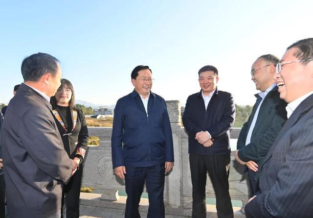王忠林赴来凤考察对口支援扶贫合作:帮助继续加强和促进共同繁荣。 第4张