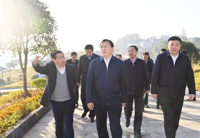 王忠林赴来凤考察对口支援扶贫合作:帮助继续加强和促进共同繁荣。 第2张