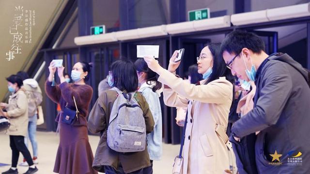 李宗盛的音乐剧《当爱已成往事》在南京站首映,并于12月9日在武汉上映。 第2张